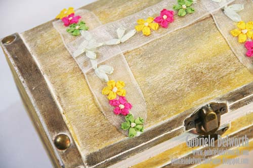 JEWELRY BOX TOP RIBBON DETAILS by Gabriela Delworth