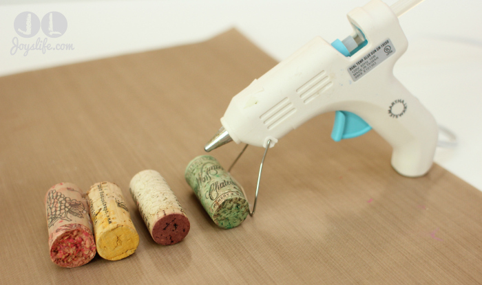 Cork tree glue gun w