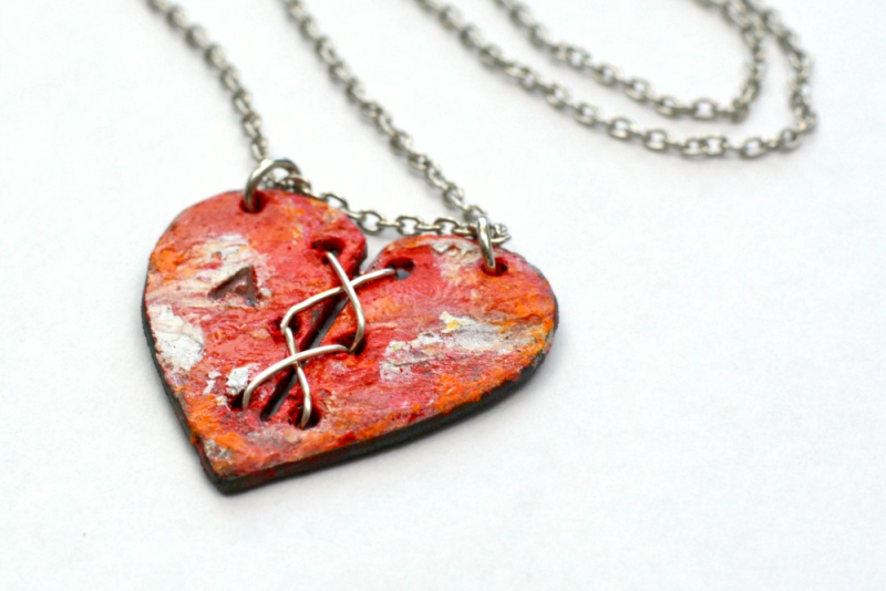 Stitched Heart Necklace Red Cherry 4.2